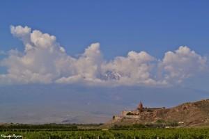 10. Chor Wirap tokolejne miejsce, zktóregopodziwiać można Ararat. Poza tym jest toświęte miejsce związane zpoczątkami chrześcijaństwa wArmenii, które sięgają IV wieku.