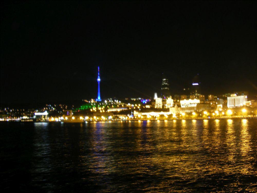 11. Nocne Baku świeci milionem świateł.