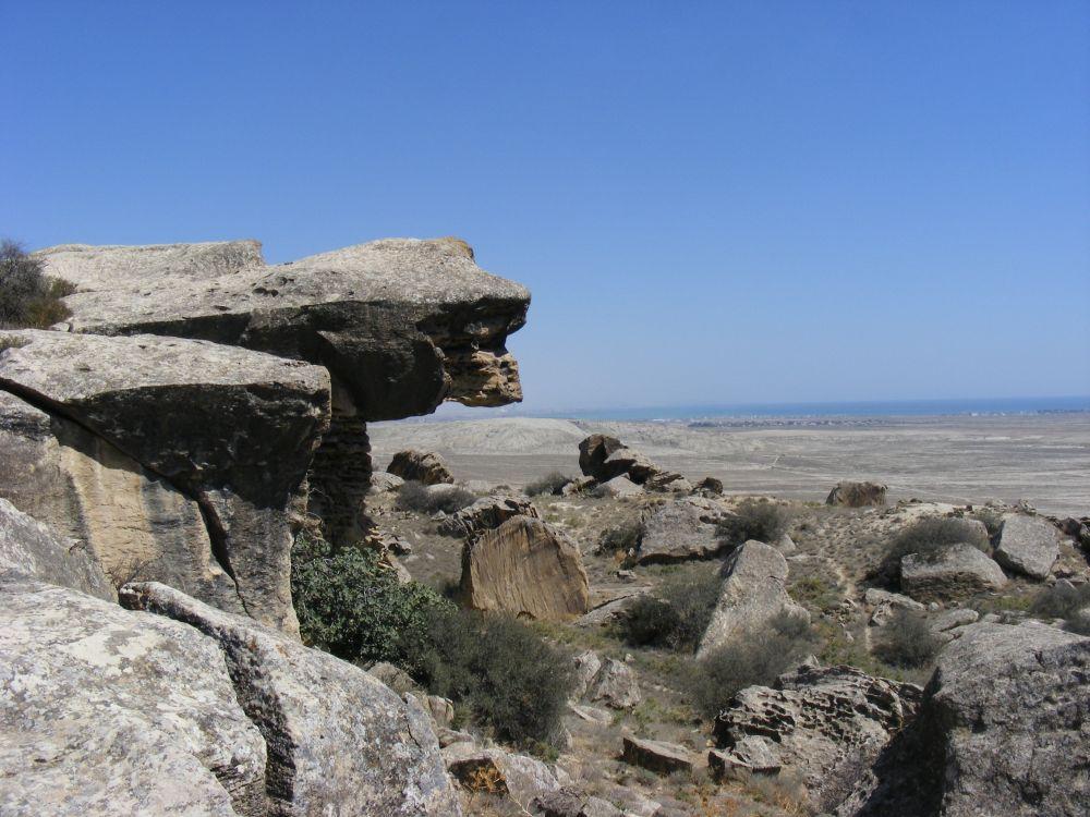 18. Niedaleko znajduje się Park Narodowy, wktórym zachowały się prehistoryczne petroglify.