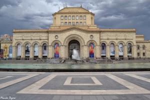 4. Wcentrum Erywania wokół monumentalnego Placu Republiki stoją groźne socrealistyczne budowle.