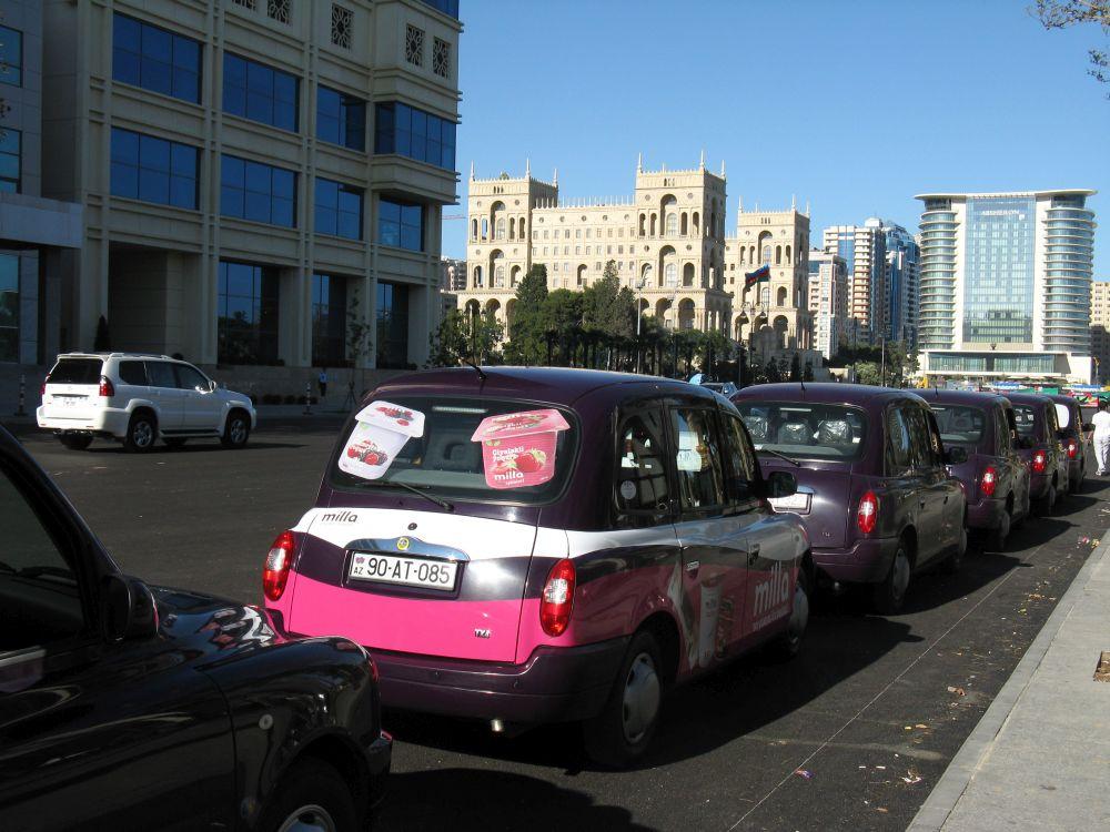 6. Nowy York ma żółte taksówki, aBaku ma klimatyczne fioletowe.