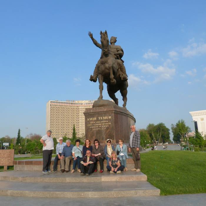 Pod pomnikiem Timura, Taszkient