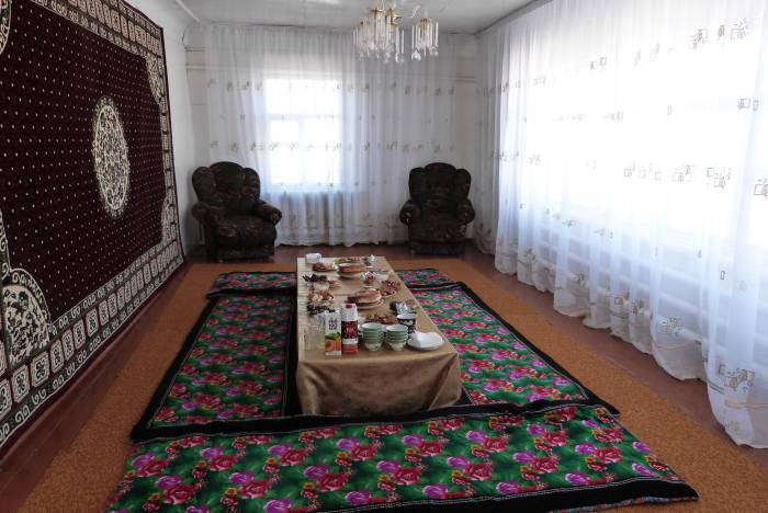 W tradycyjnym uzbeckim domu, Mujnak