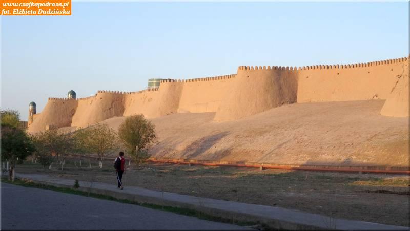 12. Chiwa - mury obronne Iczan-Kala