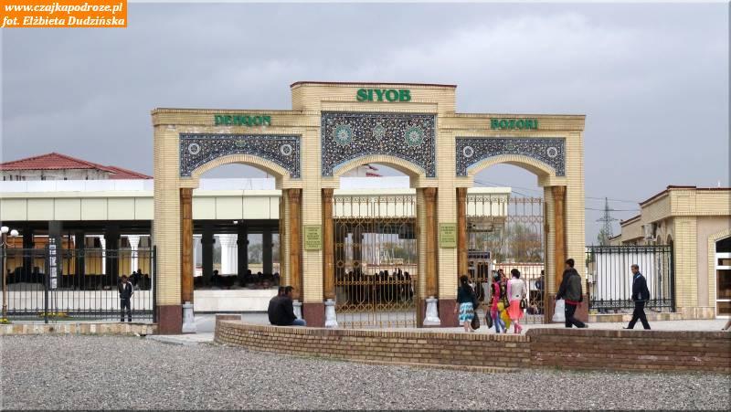 32. Samarkanda - bazar obok meczetu Bibi Chanym