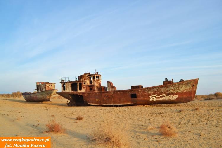 Cmentarzysko statków wMojnaku. Dawniej było tomalownicze wybrzeże Morza Aralskiego.