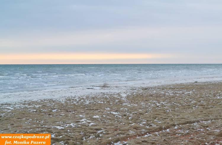 Po wielu godzinach jazdy pobezdrożach pustyni Aral-kum, dotarliśmy wkońcu dodzisiejszego brzegu Morza Aralskiego