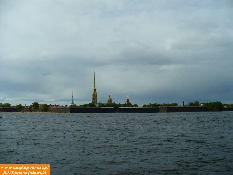 Twierdza Pietropawłowska naWyspie Zajęczej - totutaj 27 maja 1703 roku Piotr Ipostanowił założyć twierdzę wojskową wokół którejrozrosło się miasto - stolica Imperium Romanowów.