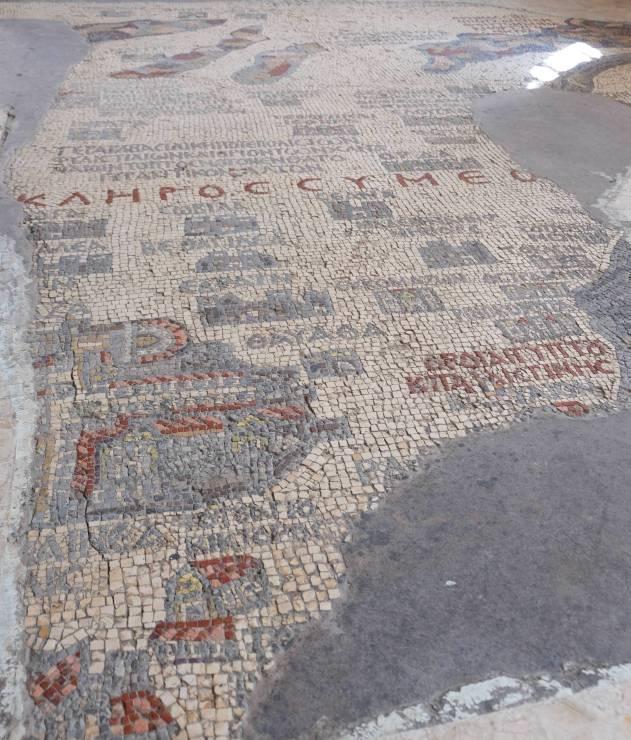 W Madabie, wprawosławnej bazylice św.Jerzego możemy podziwiać mozaikową mapę zVI wieku.
